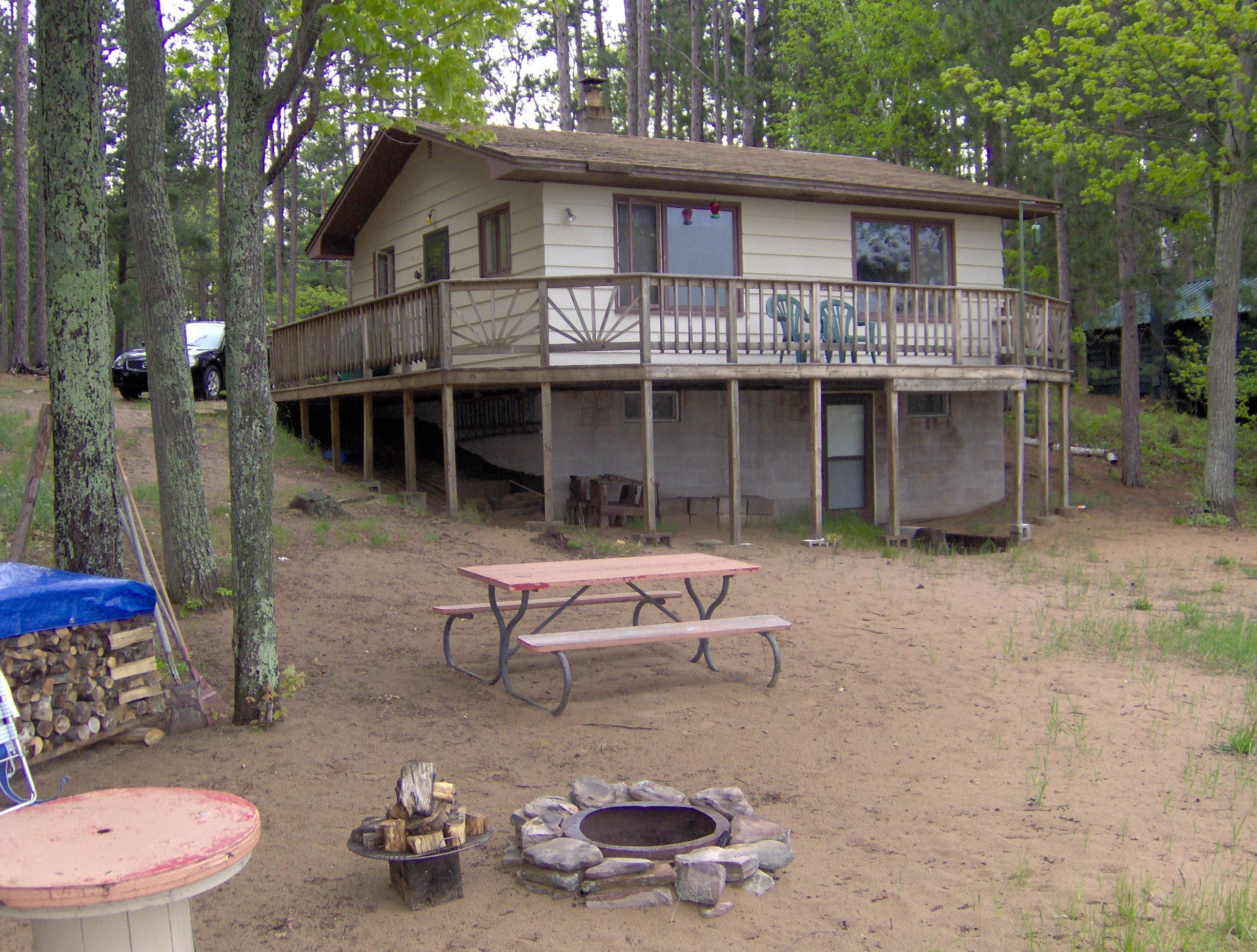 is cabins booking rentals lodging cabin de located lakeshore cul in sac a kingfisher wooded michigan cove